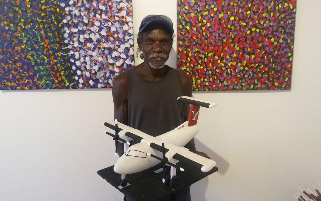 Aurukun artists carve corporate gifts for Skytrans